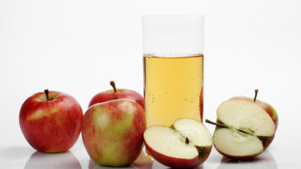 Whole-Sliced-Apples-Fruit-Juice-Glass